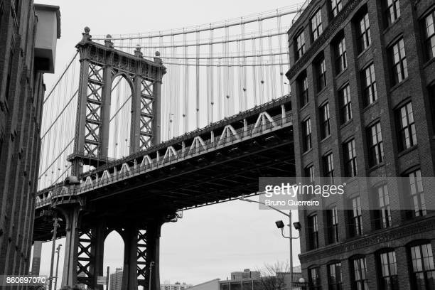 low angle view of manhattan bridge from dumbo - dumbo imagens e fotografias de stock