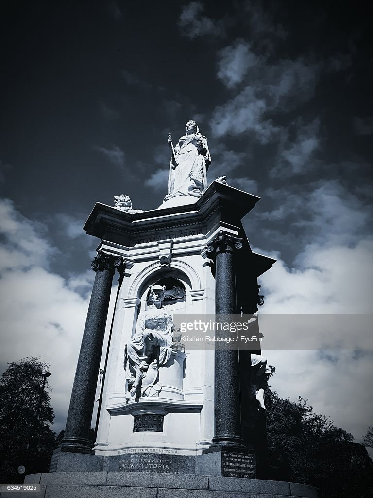 Low Angle View Of Memorial Statue At Queen Victoria Gardens Against Sky :  Stock Photo