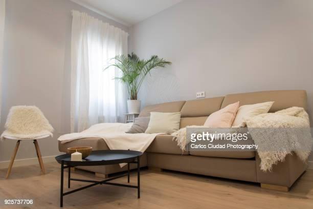 low angle view of modern and cozy living room - na moda descrição imagens e fotografias de stock