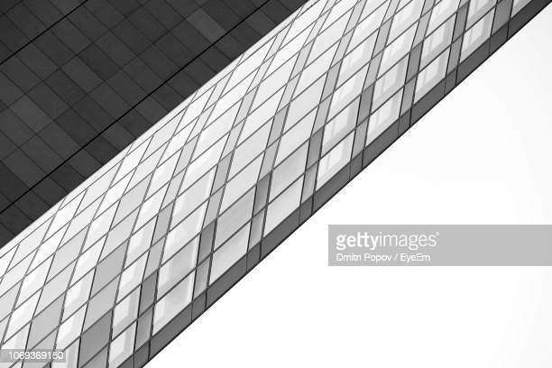low angle view of modern building against clear sky - fensterfront stock-fotos und bilder