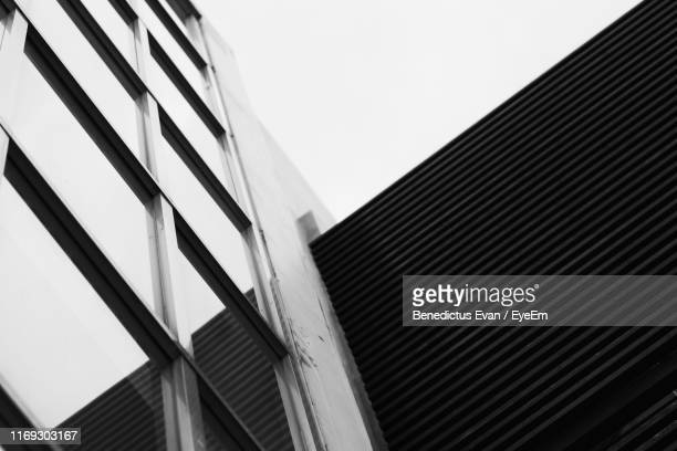 low angle view of modern building against clear sky - low angle view photos et images de collection