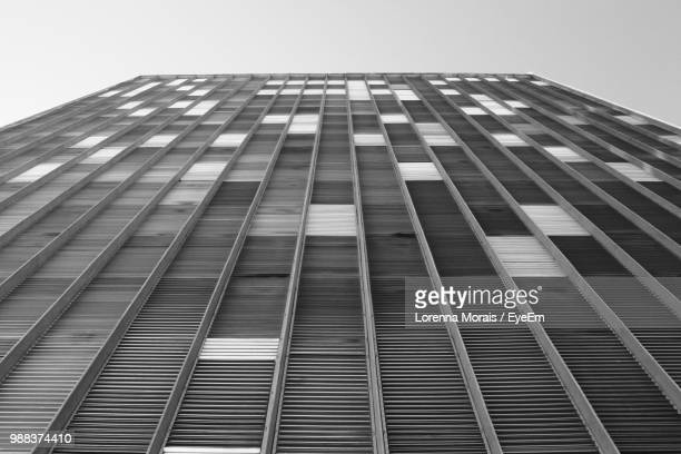 low angle view of modern building against clear sky - lorenna morais - fotografias e filmes do acervo