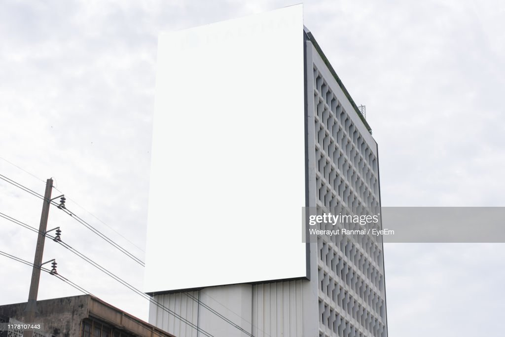 Low Angle View Of Modern Building Against Sky : Foto stock