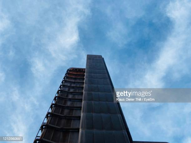 low angle view of modern building against sky - klaus-dieter thill stock-fotos und bilder