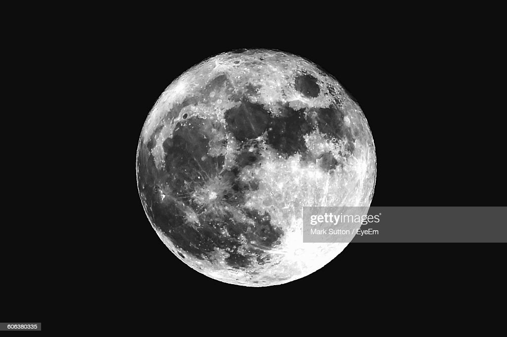 Low Angle View Of Moon Against Clear Sky At Night : Stock-Foto