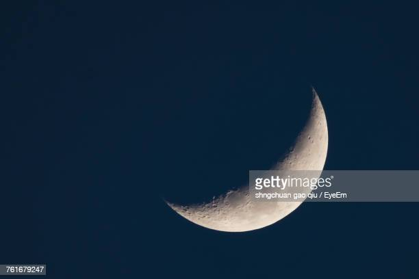 low angle view of moon against clear sky at night - semicírculo - fotografias e filmes do acervo