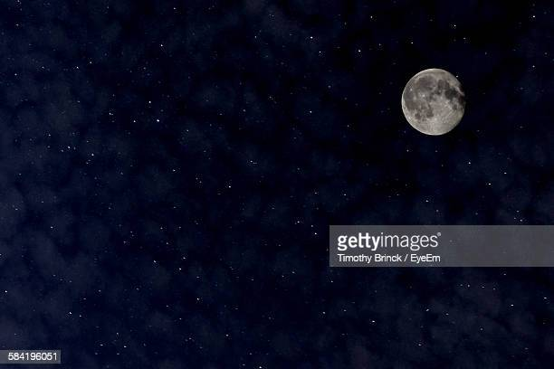 low angle view of moon against sky - pleine lune photos et images de collection