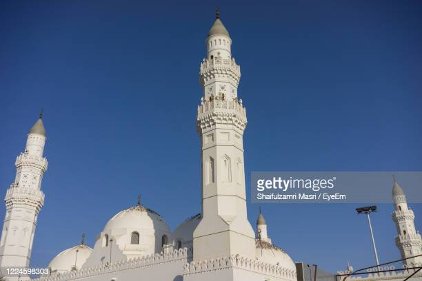 low angle view of mosque against clear blue sky - shaifulzamri 個照片及圖片檔