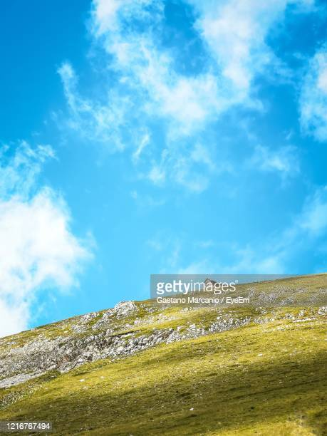 low angle view of mountain against sky - カンポ・インペラトーレ ストックフォトと画像