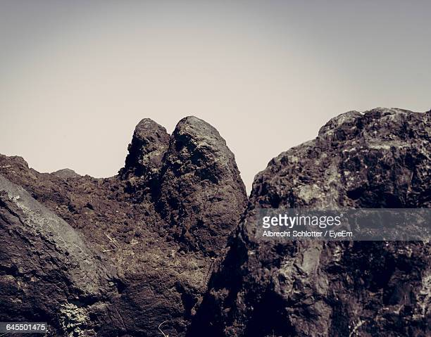 low angle view of mountain against sky - albrecht schlotter foto e immagini stock