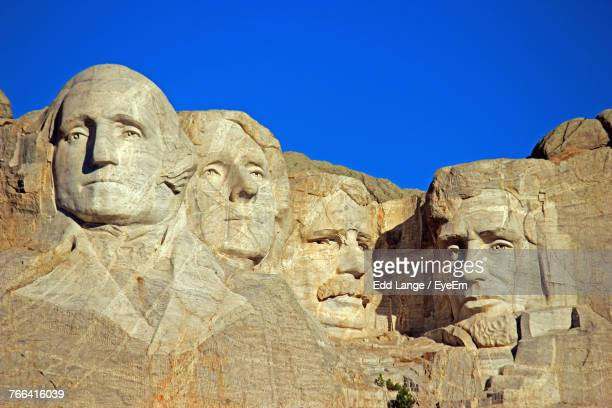 low angle view of mt rushmore national monument against clear blue sky - lincoln brown stock pictures, royalty-free photos & images