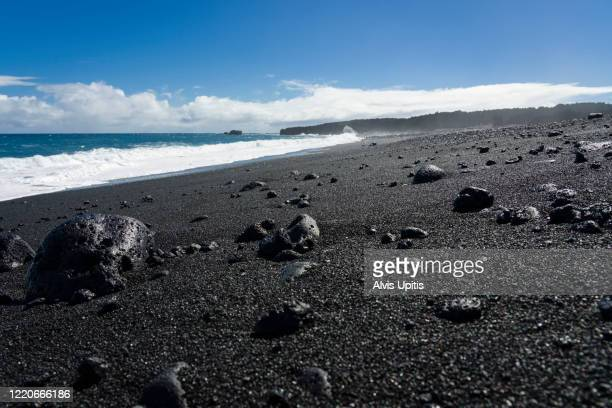 low angle view of newest black sand beach on hawaii island. - パホア ストックフォトと画像