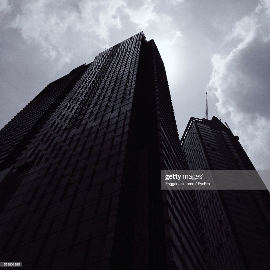 Low Angle View Of Office Building : Foto stock