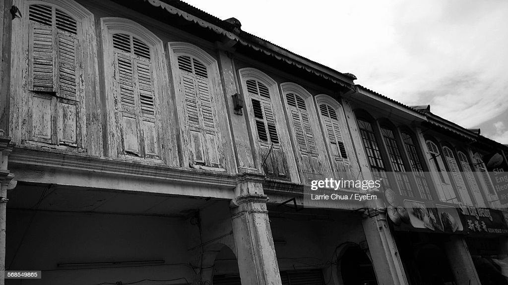 Low Angle View Of Old Building Against Sky : Stock Photo
