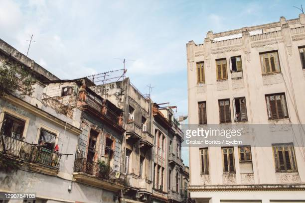 low angle view of old building in town against sky - bortes imagens e fotografias de stock