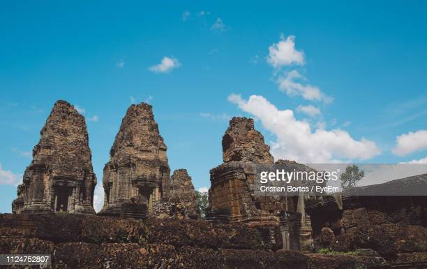low angle view of old temple against sky - bortes stock-fotos und bilder