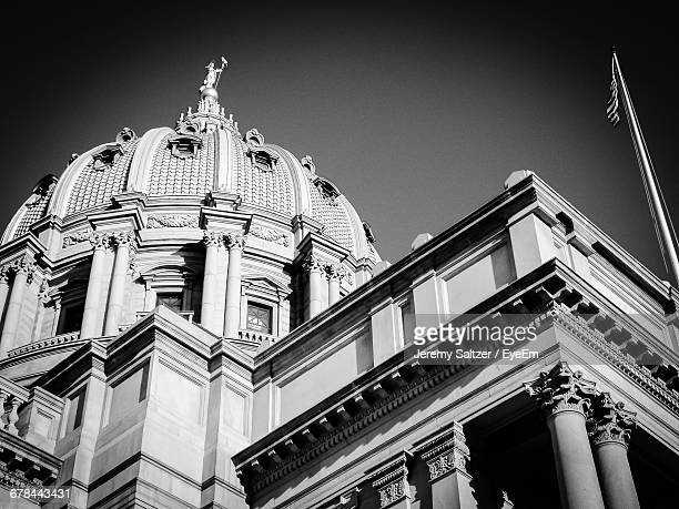 low angle view of pennsylvania state capitol building - harrisburg pennsylvania stock pictures, royalty-free photos & images