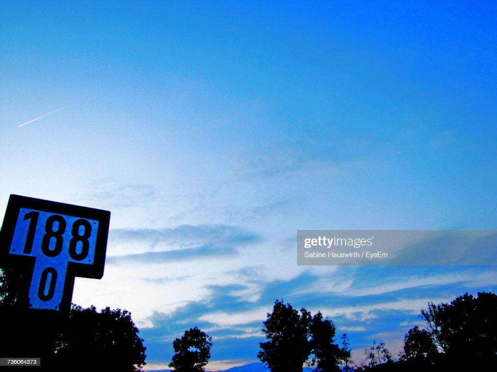 Low Angle View Of Road Sign Against Sky : Stock-Foto
