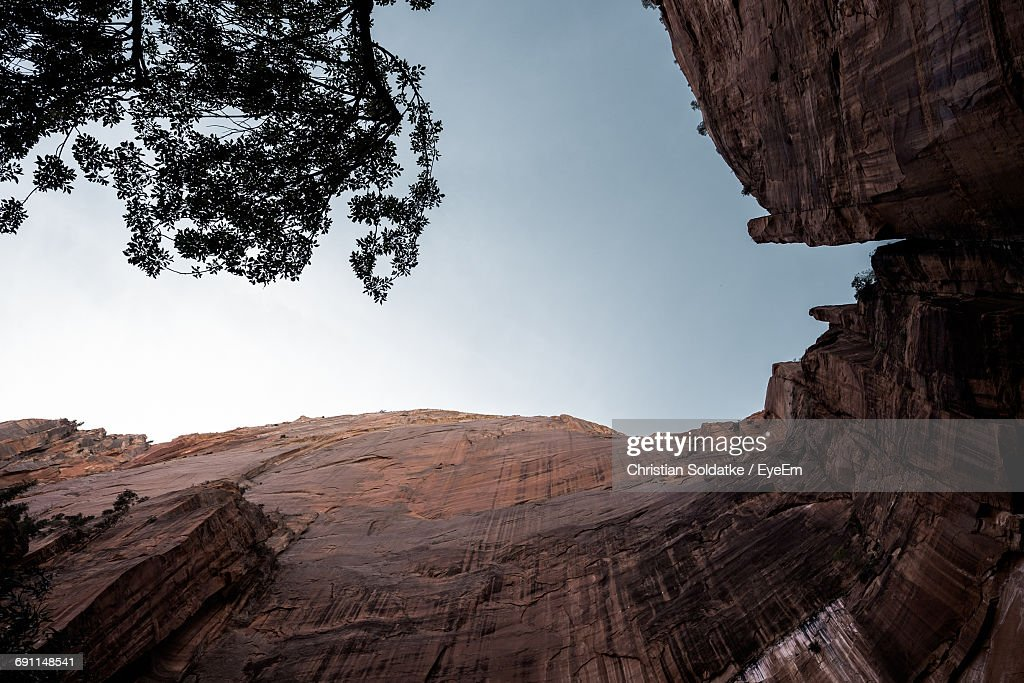 Low Angle View Of Rocky Cliff Against Sky At Zion National Park : Stock-Foto