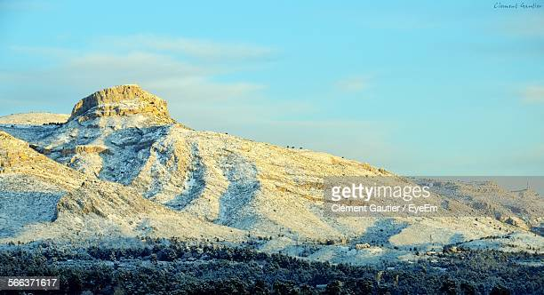low angle view of rocky landscape against sky - オーバーニュ ストックフォトと画像