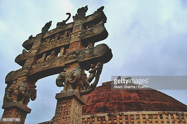 low angle view of sanchi stupa against sky - stupa stock pictures, royalty-free photos & images