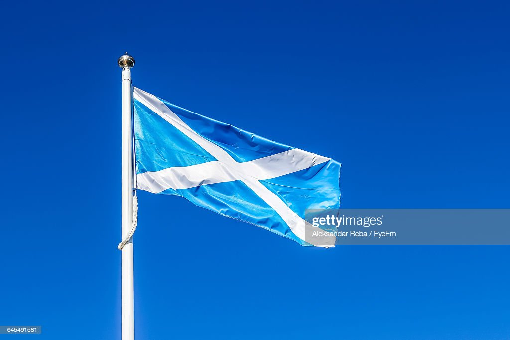 Low Angle View Of Scottish Flag Against Clear Blue Sky : Stock-Foto