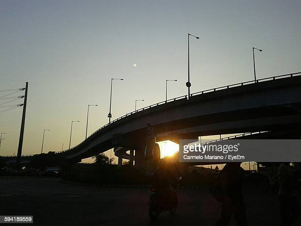 low angle view of silhouette elevated road against sky - carmelo ストックフォトと画像