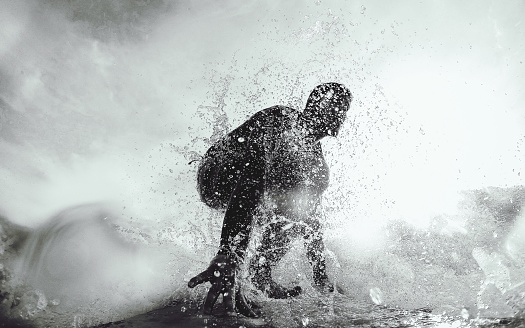 Low Angle View Of Silhouette Man In Sea Against Sky - gettyimageskorea