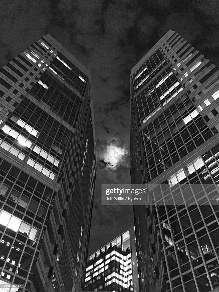 Low Angle View Of Skyscraper : Foto stock