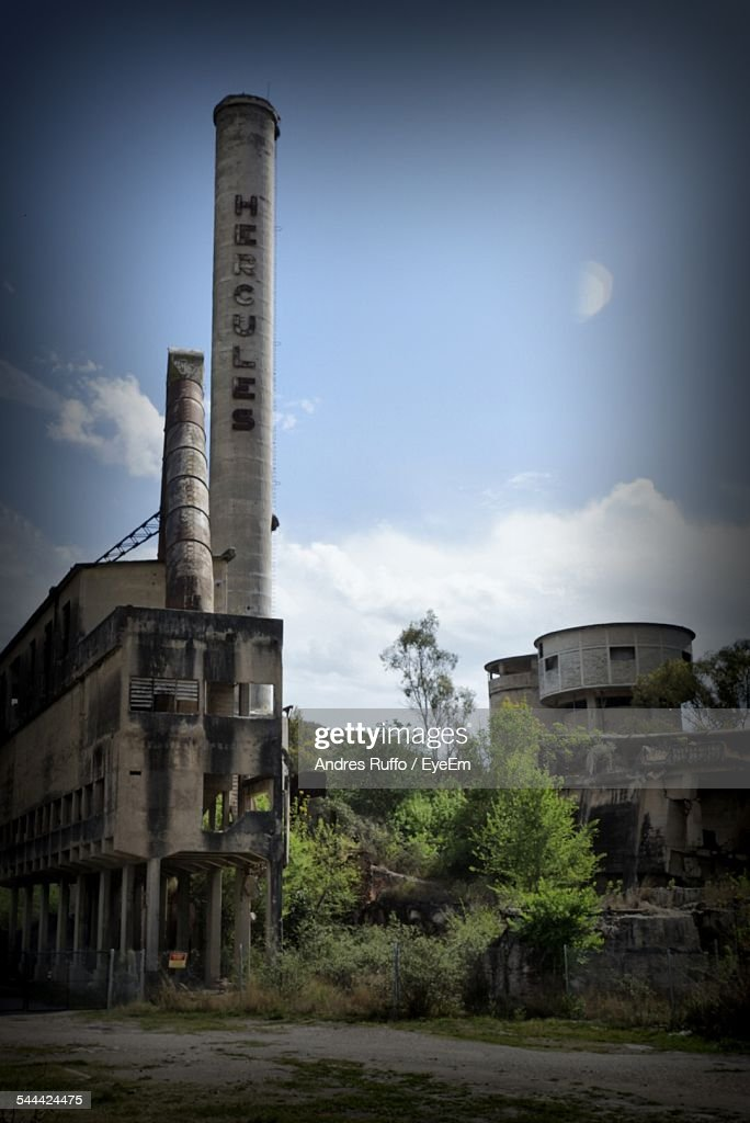 Low Angle View Of Smoke Stack In Abandoned Factory Against Sky : Stock-Foto
