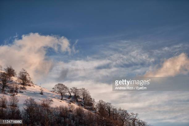 low angle view of snowcapped mountain against sky - andrea rizzi fotografías e imágenes de stock