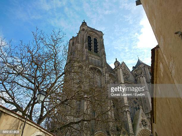 low angle view of st etienne cathedral against sky - bourges imagens e fotografias de stock