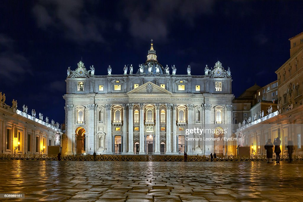 Low Angle View Of St Peter Basilica Against Sky At Night : Stock Photo