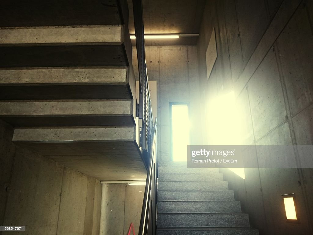 Low Angle View Of Staircase In Building : Stock-Foto