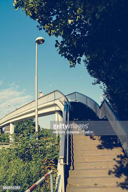 low angle view of stairs against the sky - albrecht schlotter stock-fotos und bilder