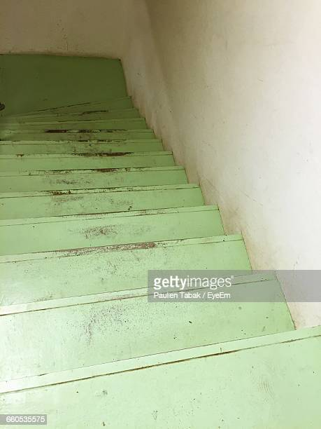 low angle view of stairs - paulien tabak 個照片及圖片檔