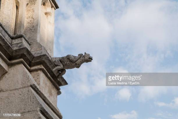 low angle view of statue against historic building - ブルゴス ストックフォトと画像