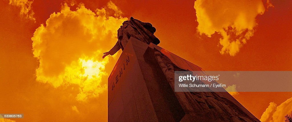 Low Angle View Of Statue : Foto stock