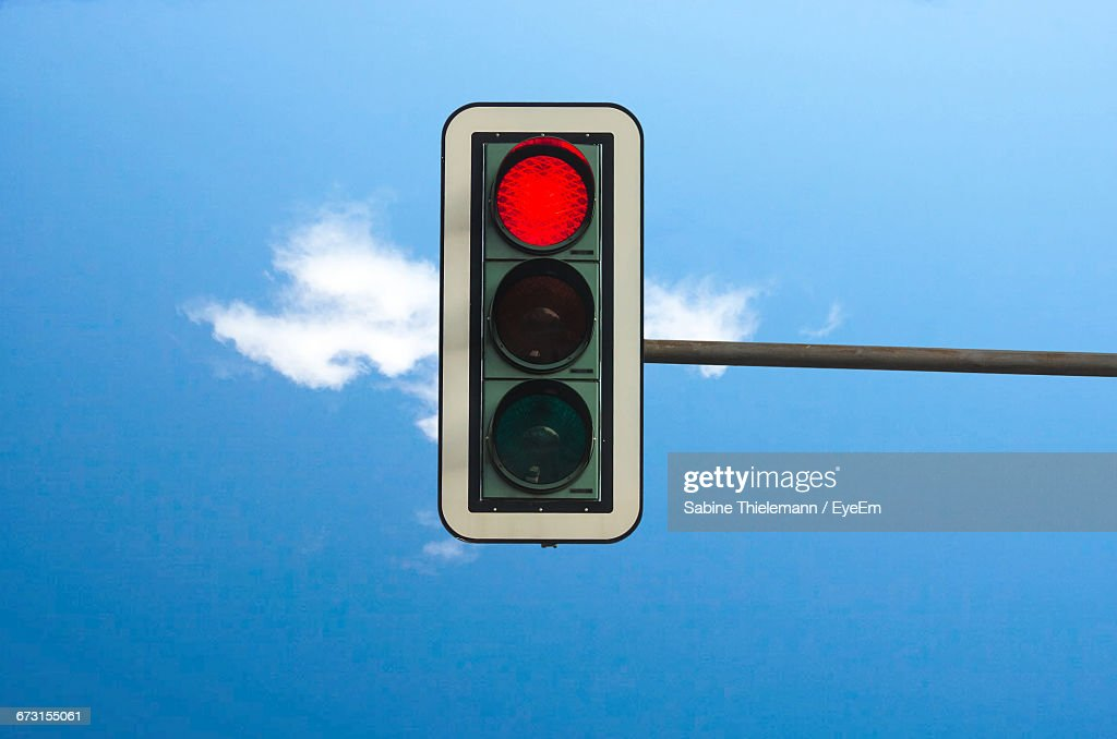 Low Angle View Of Stoplight Against Blue Sky : Stock-Foto