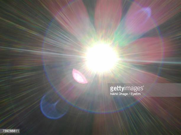 low angle view of sunlight - zonnestraal stockfoto's en -beelden