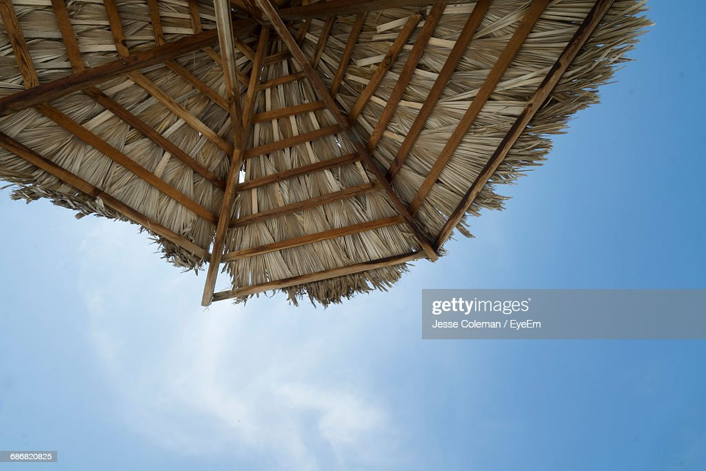 Low Angle View Of Tall Building Against Blue Sky : Stock Photo