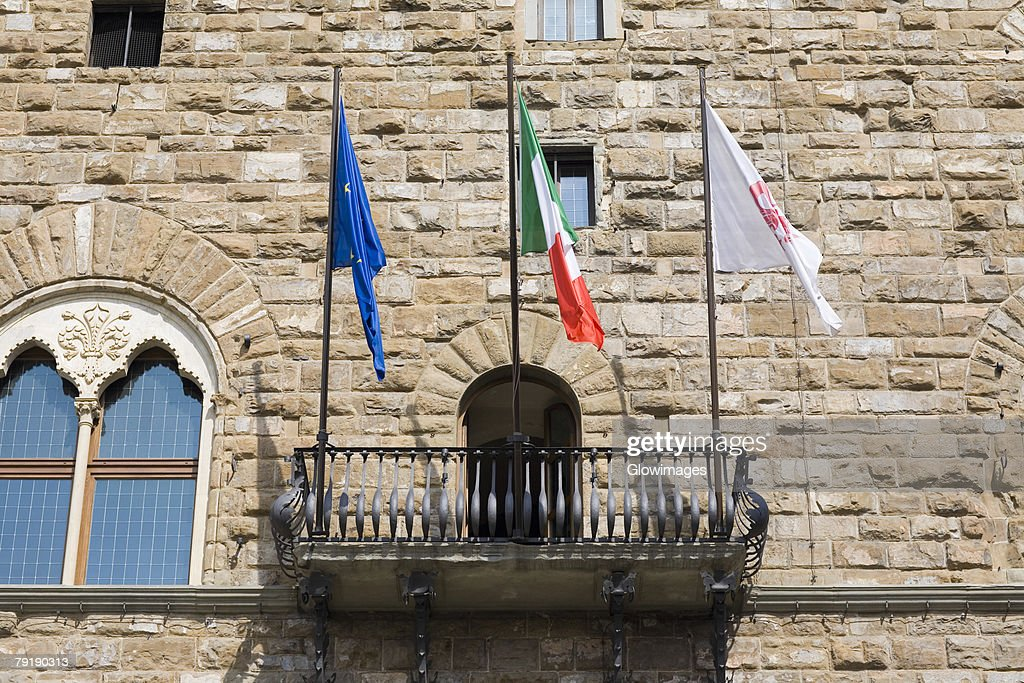 Low angle view of the balcony of a palace, Pallazo Vecchio, Piazza Della Signoria, Florence, Italy : Foto de stock