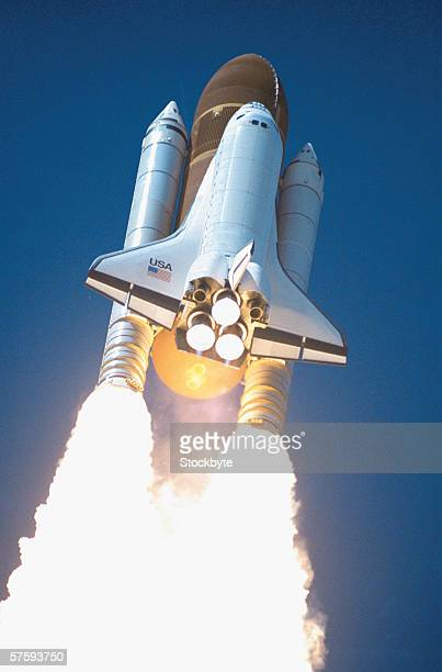 low angle view of the launch of a space shuttle - transbordador espacial fotografías e imágenes de stock
