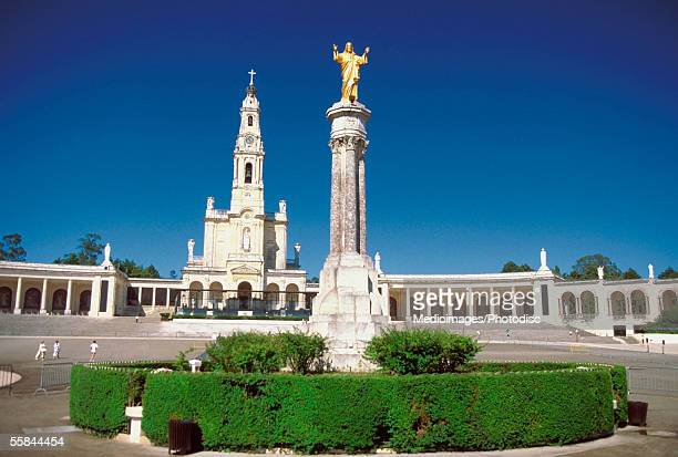 low angle view of the statue of jesus christ, lady of fatima chapel, fatima, portugal - fatima portugal photos et images de collection