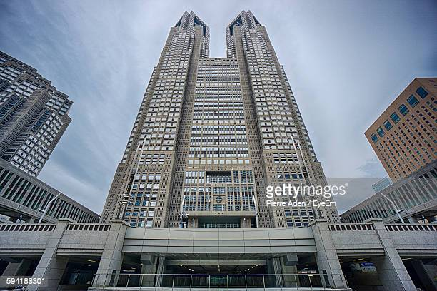 low angle view of tokyo metropolitan government building in city against sky - 地方庁舎 ストックフォトと画像