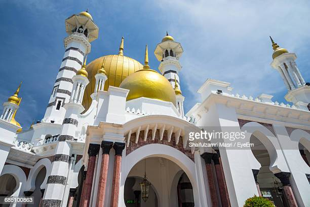 low angle view of ubudiah mosque - shaifulzamri eyeem stock pictures, royalty-free photos & images