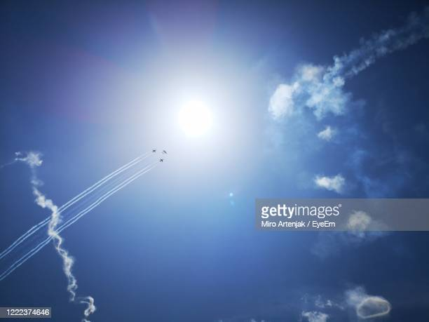 low angle view of vapor trails in sky - 航空ショー ストックフォトと画像