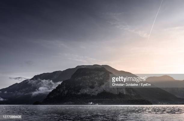 low angle view of volcanic mountain against sky - soldatke stock-fotos und bilder