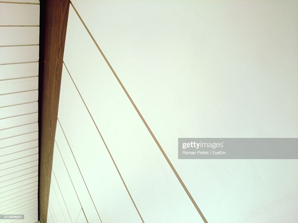 Low Angle View Of Wall : Stock-Foto