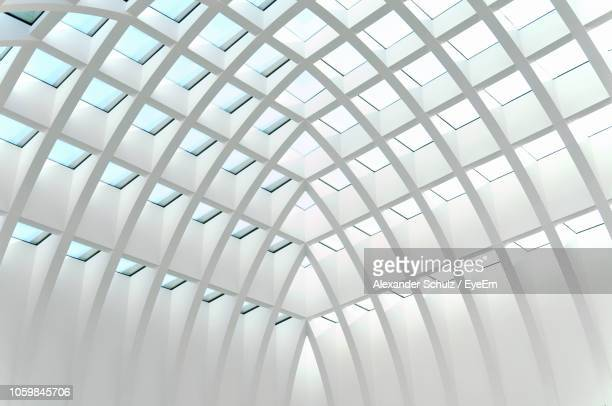 low angle view of white ceiling in building - abstract pattern stock-fotos und bilder